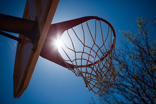 bei schönstem wetter einen basketballkorb kaufen